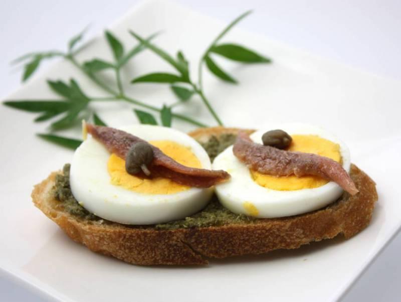 ③アンチョビ&ピエモンテ風パセリソース&ケッパー/ゆで卵のブルスケッタ02