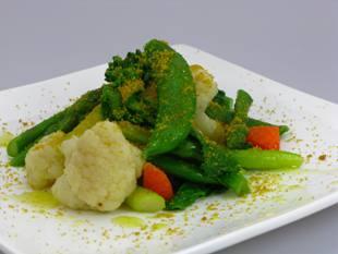 温野菜のサラダとカラスミパウダー