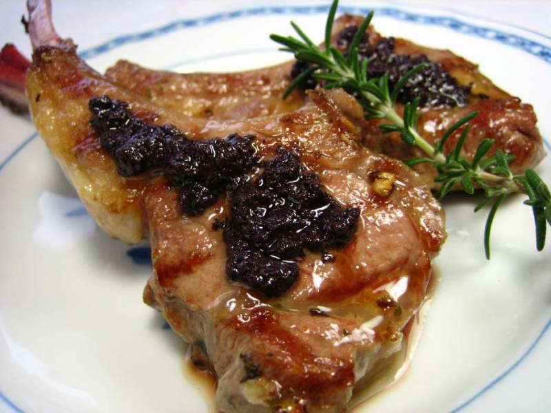 ③黒オリーブペースト/ラム肉のロースト