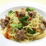 乾燥トマトとサルシッチャ、ブロッコリーのスパゲッティ