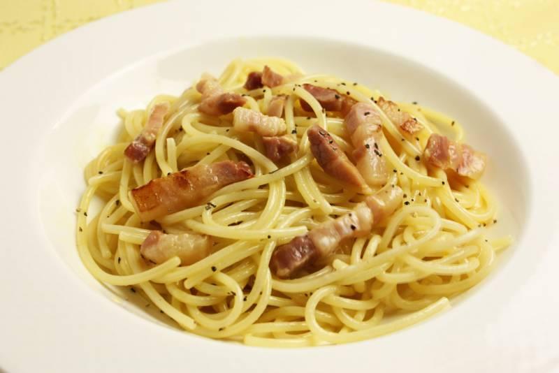 スパゲッティカルボナーラ トリュフオイルがけ   地中海フーズ