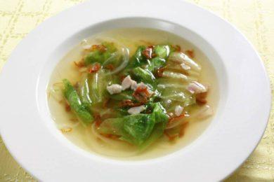 乾燥トマトとレタスのスープ